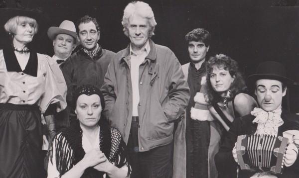 """Avec Calaferte pendant les répétitions d'""""un riche trois pauvres"""" pour la création au Lucernaire à Paris . Je suis la deuxième à droite sur la photo... oui oui, je sais .... ça va ."""
