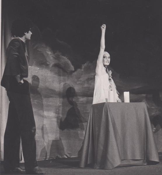 """Mon amie Marie Gwenn, dans """"les Mystères de Paris"""" mis en scène Yann Philippe C""""est une remarquable comédienne dont les ateliers et cours d""""art dramatique ont contribué à la formation et la vocation d'une multitude de jeunes comédiens et autres amoureux du théâtre ."""