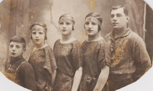 marcellis avec ses enfants circa 1930 ( Anna, troisième en partant de la gauche) droite
