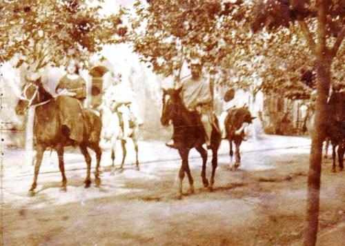 arrivée du cirque Frediani dans une petite ville... Mémère circa 1900